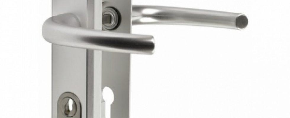 Comment Changer Une Poignee De Porte D Entree 3 Points Du Cote Des